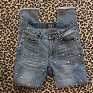 Jeans with frayed edge/ pearls and stones